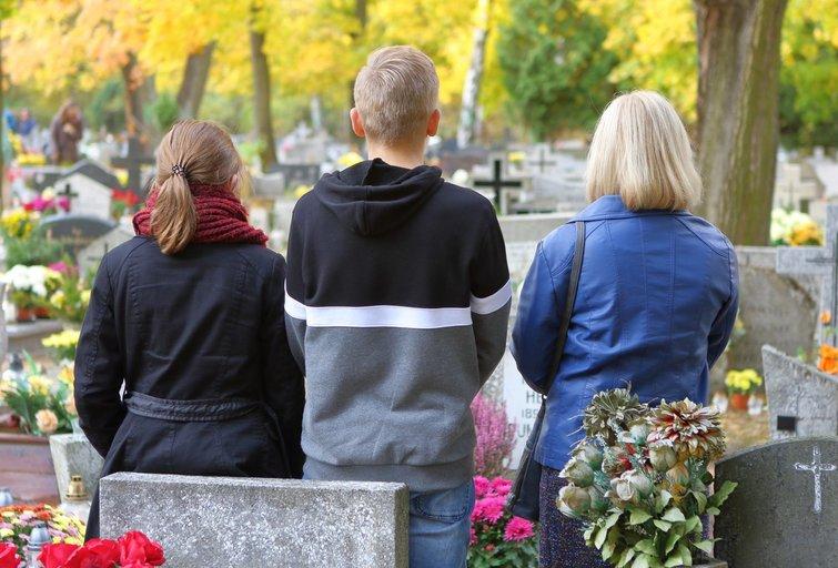"""Tetos žodžiai prie kapo duobės vilnietę išmušė iš vėžių: """"Šlykštu ir žema"""" (nuotr. 123rf.com)"""