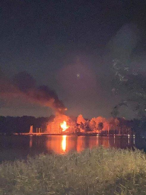 Big fire in Trakai: yacht club burned