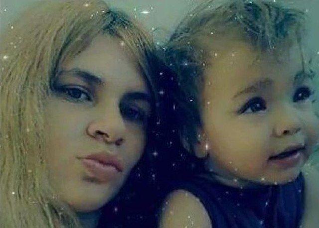 Itin skaudi tragedija: dvynukai žuvo iškritę pro langą, kol mama žaidė telefonu