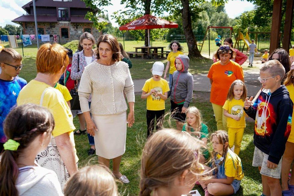 Diana Nausėdienė lankosi lituanistinių mokyklų stovykloje (Lietuvos Respublikos prezidento kanceliarijos nuotr.)