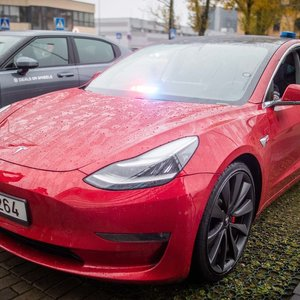 """Pamatykite patys: pažeidėjus policija nuo šiol gaudys ir su """"Tesla"""""""