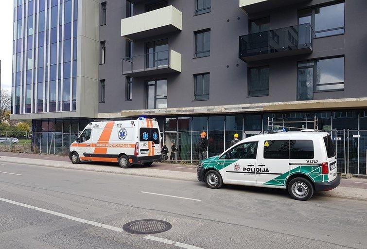 Vilniuje darbo metu žuvo vyras: 50-metis nukrito nuo pastolių (nuotr. Bronius Jablonskas/TV3)