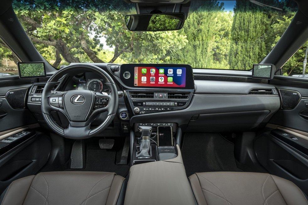 """Naujasis """"Lexus ES 300h"""" atkeliauja į Lietuvą: įvardijo kainą"""
