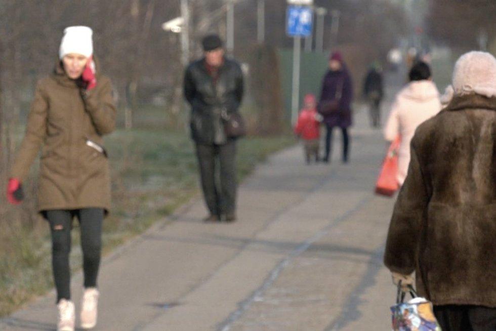 Latvija įveda dar griežtesnius ribojimus nei Lietuva: į parduotuves – tik pasiskiepijusiems ir darbo dienomis (nuotr. stop kadras)