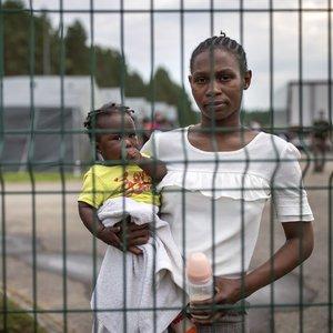 Iš migrantų apgyvendinimo vietų – nauji skundai: kreipiasi dėl smurto, LGBT teisių, prasto maitinimo