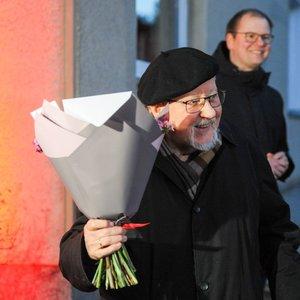 89-ąjį gimtadienį mininčio Vytauto Landsbergio namas nušvito Lietuvos trispalve: profesorius atskleidė, kokį norą sugalvojo