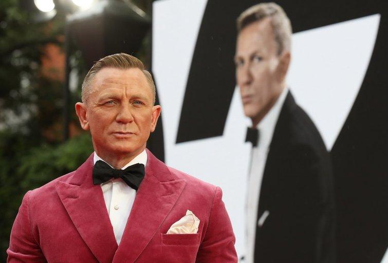 """""""Mirtis palauks"""" premjeroje Daniel Craig laukė karališkosios išleistuvės"""