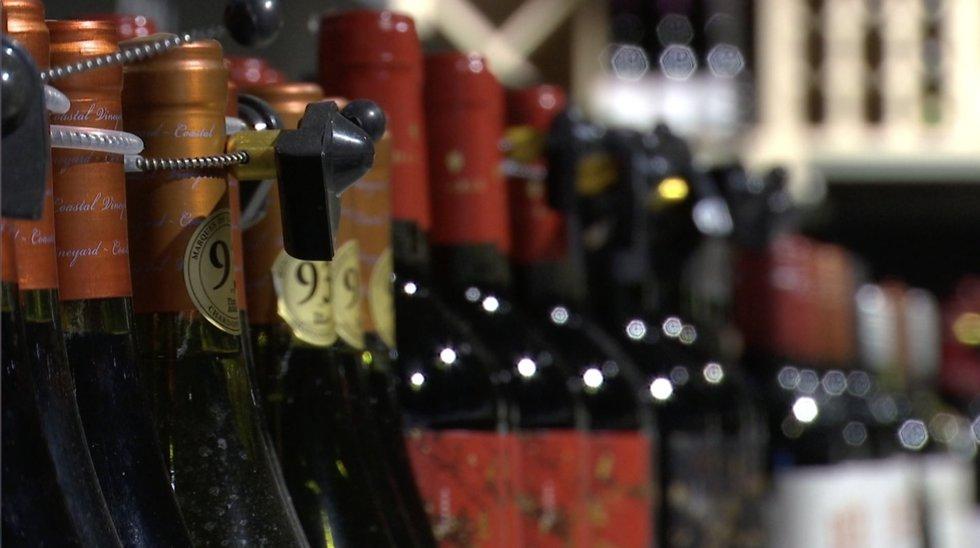 Tautai priešinantis alkoholio ribojimų pakeitimui, valdantieji juos žada jau nuo Naujųjų metų
