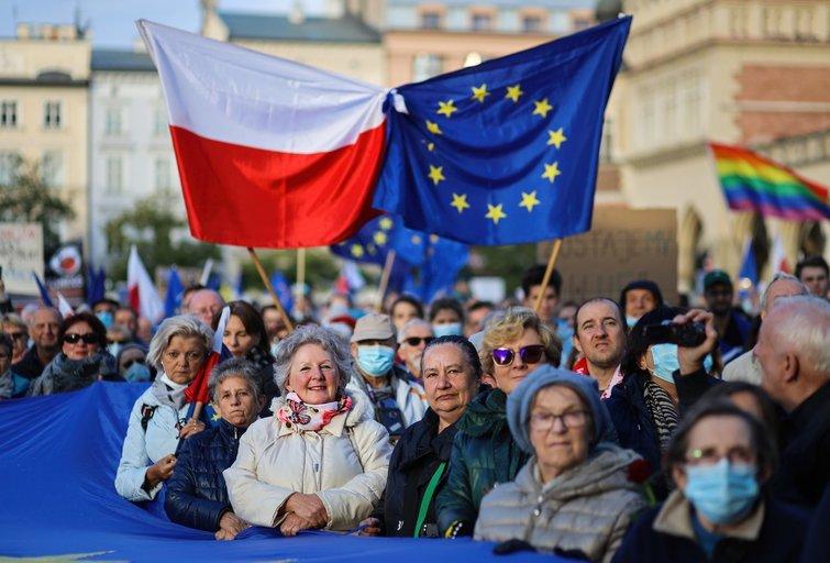Lenkijoje dešimtys tūkstančių žmonių reiškė palaikymą šalies narystei ES (nuotr. SCANPIX)