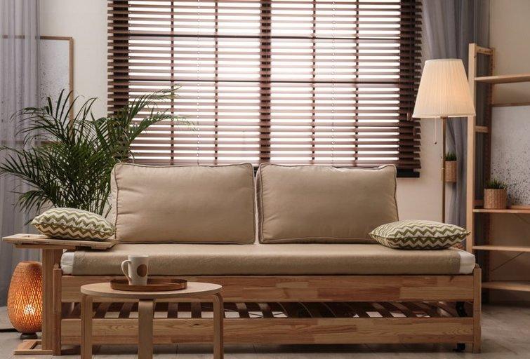 Medinės žaliuzės (nuotr. Shutterstock.com)