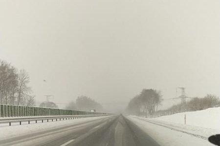 Dėl sunkvežimių avarijos apsunkintas pravažiavimas prie Vievio Kauno kryptimi