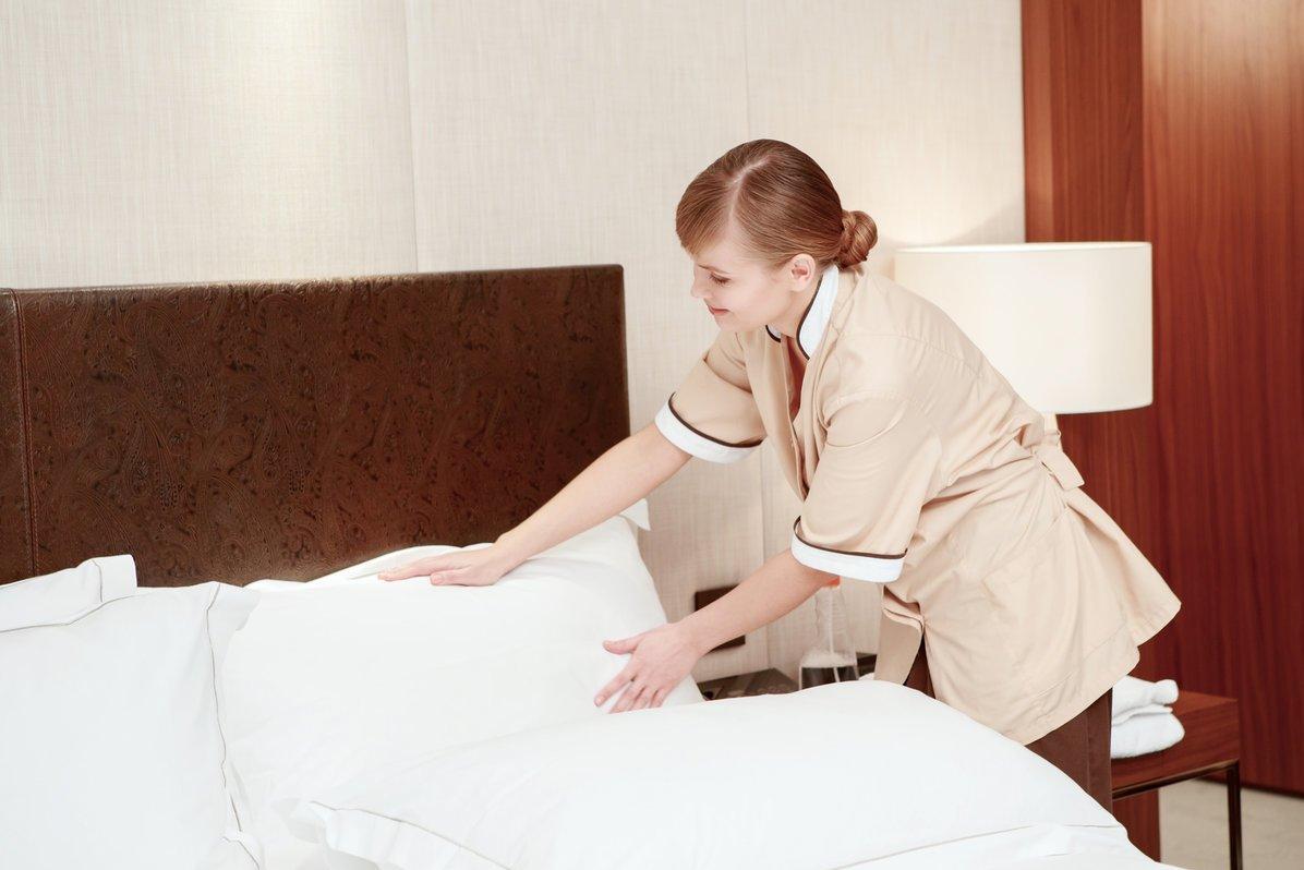 фактором видео служанка убирает постель используют
