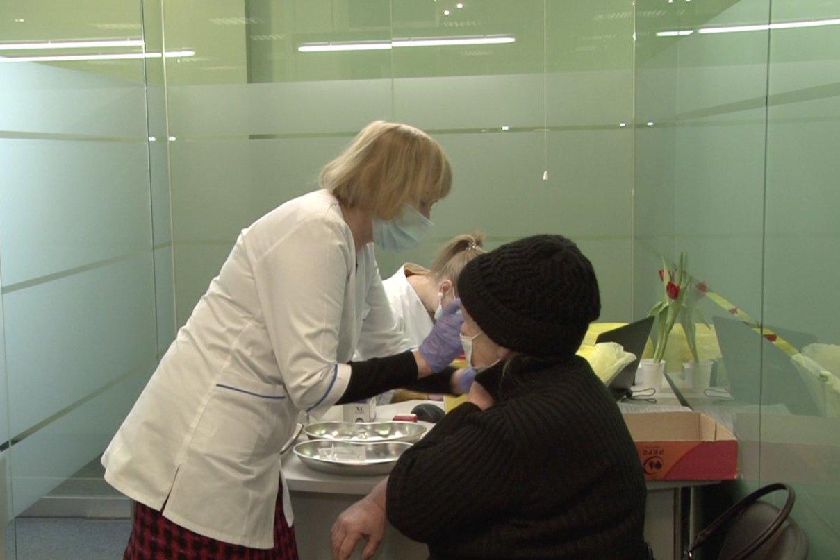 Sveikatos apsaugos ministerijos ekspertai tarsis dėl persirgusių COVID-19 skiepijimo