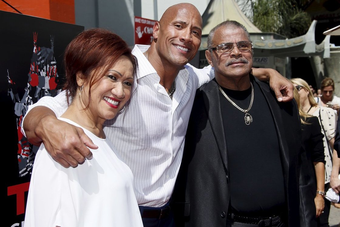 "Dwayne Johnson ""The Rock"" su tėvu Rocky Johnson (nuotr. SCANPIX)"