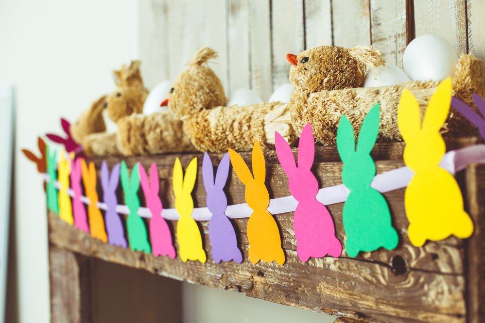 Velykų darbeliai: spalvingos girliandos