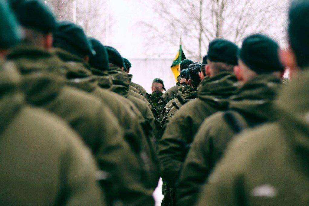 """Vaizdo rezultatas pagal užklausą """"Į kariuomenę šauks jaunesnius – Seimas sumažino šauktinių amžių"""""""