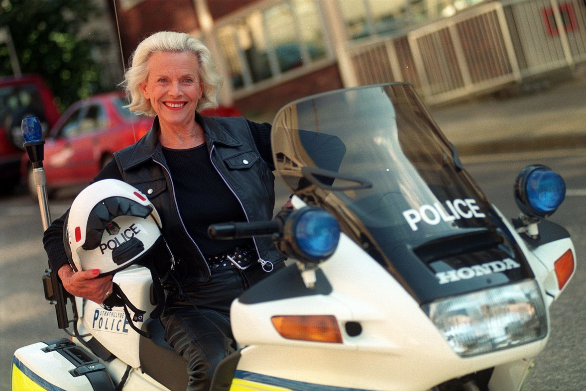 Honor Blackman (nuotr. SCANPIX)