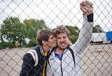 """""""Bruto ir Neto"""" aktoriai prabangų automobilį papuošė išskirtiniais numeriais"""