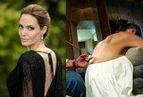 Nematyti kadrai: A. Jolie kūną prieš pat skyrybas išraižė B. Pittui skirtu simboliu