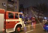 Apleistame name kilo gaisras: pastatas skendi dūmuose