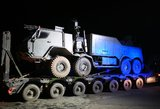 Vilniaus rajone naktį kariškiai pateko į avariją: technika netilpo po viaduku