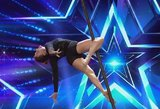 """Paneigė mitą apie """"Pole dance"""" – šokis ant kabančio stulpo hipnotizavo ne vieną"""