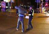 Sprunkantį partrenktą girtą pėsčiąjį teko gaudyti policijos pareigūnams