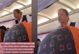 Su mažamečiu skridusi mama lėktuve sulaukė stiuardesės grasinimų
