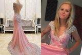 """Interneto nesėkmė: užsisakė išleistuvių suknelę – gavo """"lovatiesę"""""""