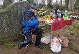 """Kol lietuviai aprauda kapus, čigonai prie jų kelia taurelę: """"Tai mūsų tėvų ir protėvių tradicija"""""""