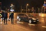 """Nufilmavo, kaip Vilniuje """"Škoda"""" partrenkė moterį"""