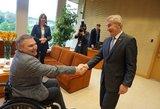 Seimo pirmininkui įteikta 2228 žmonių pasirašyta neįgaliųjų peticija