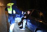 Girtų vairuotojų gaudynės Vilniuje: smarkiai apgirtę vyriškiai areštinėje