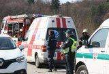 Plungės rajone automobilis susidūrė su vilkiku: sunkiai sužalotas žmogus
