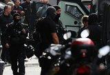 Prancūzijoje užpuolikas prekybos centre sužeidė du žmones: policija apsupo jo namą