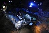 Girtas vaikinas merginą iš vakarėlio vežė svetimu BMW – nugvelbtą mašiną sudaužė