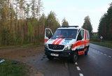 Avarija Plungės rajone: žmonės prispausti automobilyje