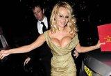 Kerai išblėso? Pamela Anderson nebuvo pasiruošusi paparacų atakai