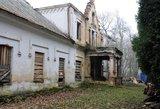 Degė į kultūros paveldą įtrauktas Kalnaberžės dvaro pastatas
