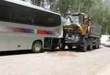 Vilniaus rajone sunkvežimis rėžėsi į mokyklinį autobusą su vaikais