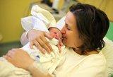 Jaunai mamai draudžiama bučiuoti savo kūdikį: štai kodėl