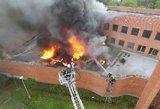 Buvusiame Kelių policijos pastate Vilniuje liepsnojo milžiniškas gaisras