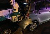 Per raudoną šviesoforo signalą važiavęs policijos automobilis sukėlė avariją