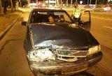 Vilniuje, spėjama, girtas vairuotojas taranavo sugedusį automobilį