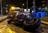 Po avarijos Vilniuje motociklininkas paliko sunkiai sužeistą savo keleivį ir pabėgo