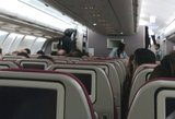 """Panika """"Malaysia Airlines"""" lėktuve: keleivis grąsino detonuoti bombą"""