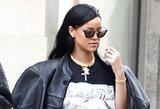 Po kritikos strėlių Rihanna pasirinko rizikingą stilių – kirkšnis siekiančius aukštakulnius