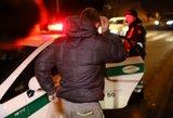 Vilniuje pasiautė girtas vairuotojas: judrioje gatvėje sukėlė avariją