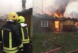 Namas Šilalėje sudegė po žaidimo – be namų liko šeima su 4 vaikais