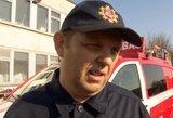 Alytuje su gaisru kovojantys ugniagesiai nustebę: žmonės veža įvairius skanėstus